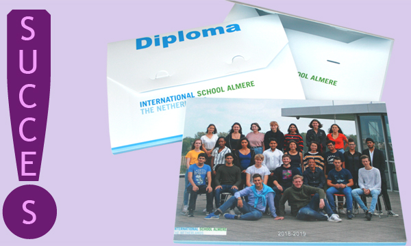 Photo of exam candidates on the diploma folder of the International School Almere!